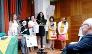 Lärarna i modersmål presenterar sitt arbete.